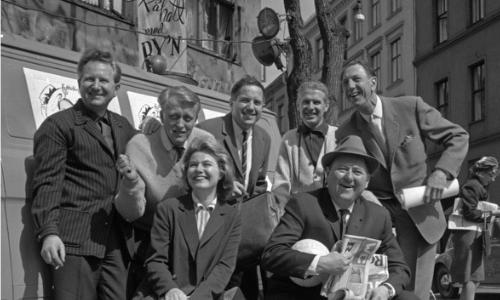 Edderkoppen Teater PÅ HATT MED BY'N. Turné med Edderkoppen Teater 1964. .Fra venstre: Kurt Foss, Kaare Gundersen, Torhild Lindal, Rolf Just Nilsen, Carsten Byhring, Harald Karlsen og Leif Juster.